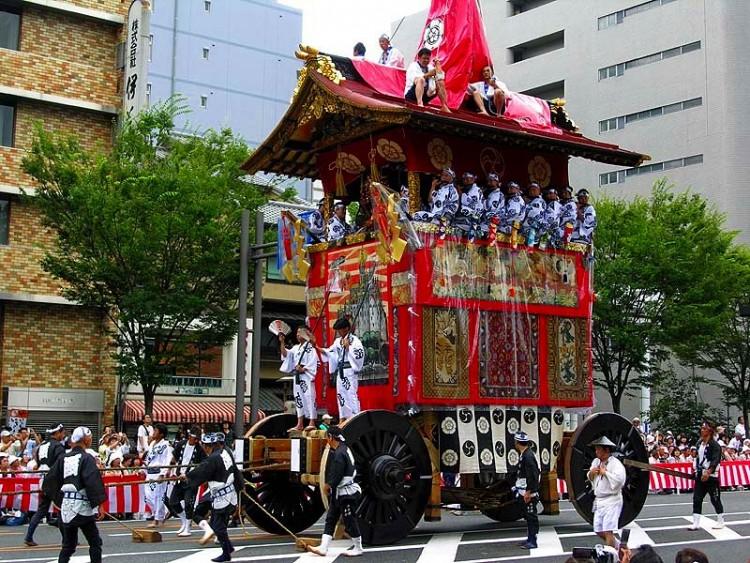 Tham gia Lễ hội Gion tại Kyoto